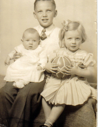 Carson holding siblings Jane and Dewey Mort